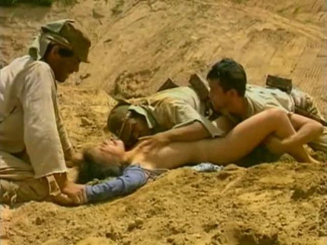 【グロ注意】兵士が戦場で性欲を解消する様子をご覧下さい・・・(※GIFあり※)・10枚目