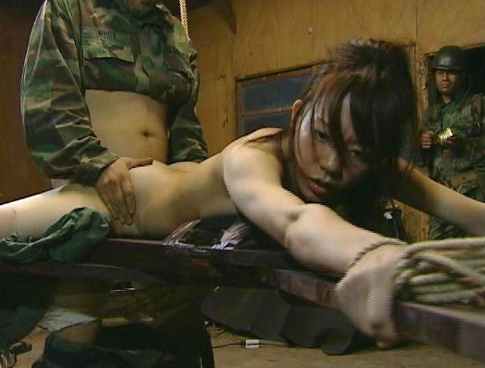 【グロ注意】兵士が戦場で性欲を解消する様子をご覧下さい・・・(※GIFあり※)・2枚目