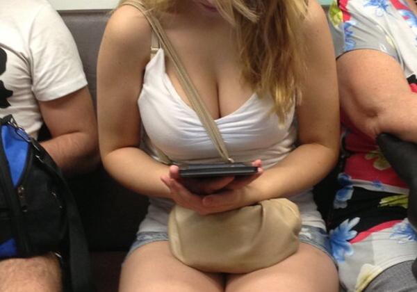 (天国)おそロシアの列車内、お乳天国だったwwwwwwwwwwww「ええぞ☆ええぞ☆」「チンビン神」「これ触ったらアカンのか?」(写真あり)