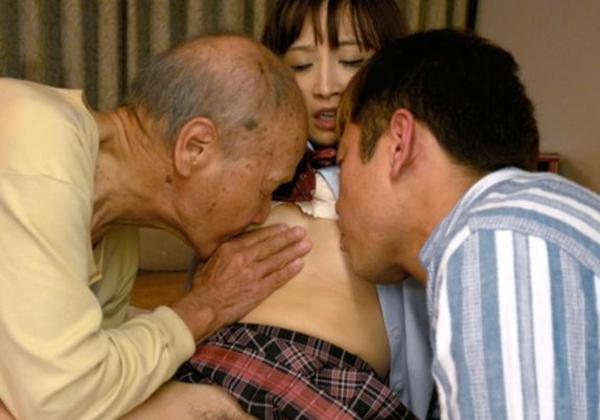 (嫌悪感注意)65才以上のじじいが若い女とセックスしてるとても気分の悪くなる写真を淡々とうpしていく。