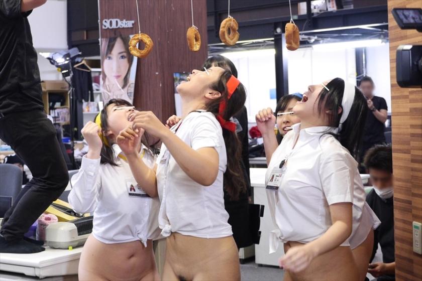 【全裸注意】運動会で裸にされた女子生徒が撮影されるwwwwwwwwwwwwwwwwwwwwwwwwwwww(画像あり)・13枚目