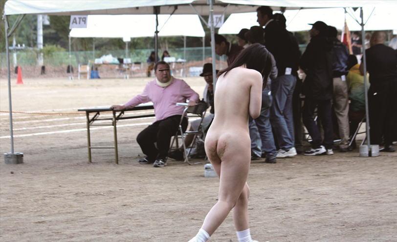【全裸注意】運動会で裸にされた女子生徒が撮影されるwwwwwwwwwwwwwwwwwwwwwwwwwwww(画像あり)・17枚目