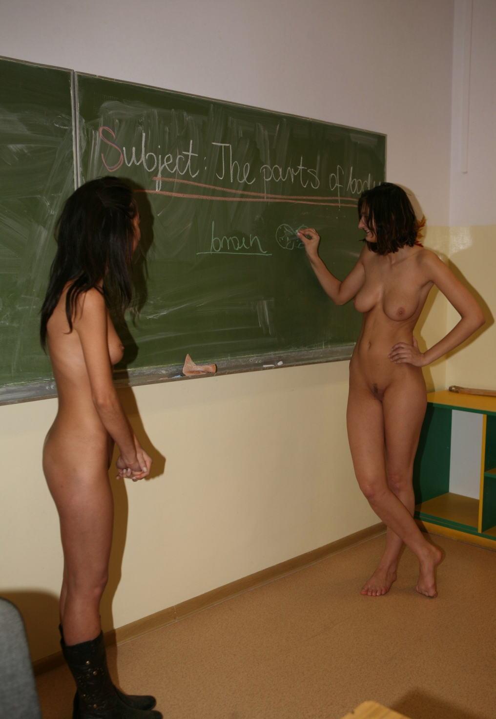 【マジキチ】強制全裸な海外の高校の様子をご覧下さいwwwwwwwwwwwwwwwwwwwwwwwwwwwwwwww(画像あり)・6枚目