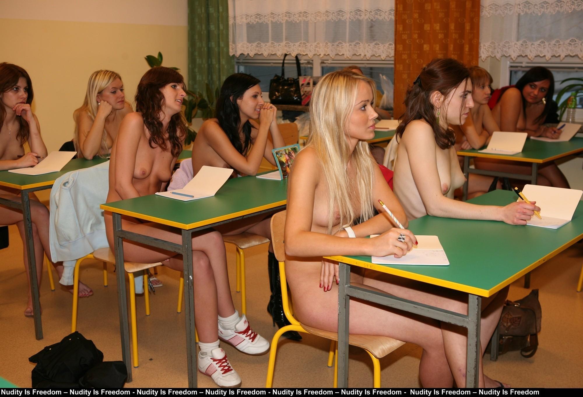 【マジキチ】強制全裸な海外の高校の様子をご覧下さいwwwwwwwwwwwwwwwwwwwwwwwwwwwwwwww(画像あり)・7枚目