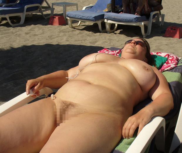 【嘲笑】暇だしヌーディストビーチにいたデブ女の画像でも貼って嘲笑おうぜwwwwwwwwwwwwwwwwww(画像あり)・14枚目