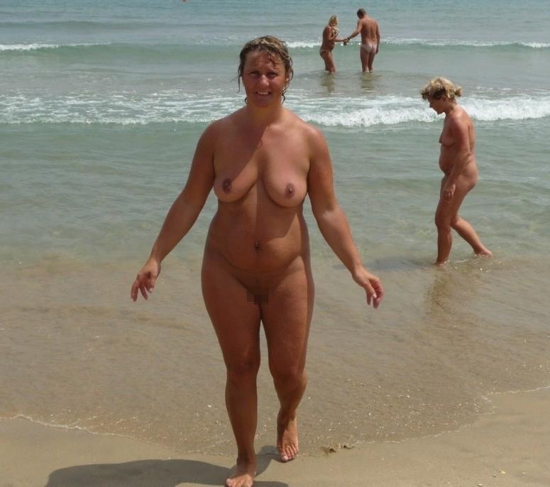 【嘲笑】暇だしヌーディストビーチにいたデブ女の画像でも貼って嘲笑おうぜwwwwwwwwwwwwwwwwww(画像あり)・3枚目