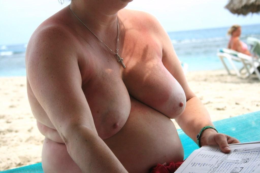 【嘲笑】暇だしヌーディストビーチにいたデブ女の画像でも貼って嘲笑おうぜwwwwwwwwwwwwwwwwww(画像あり)・4枚目