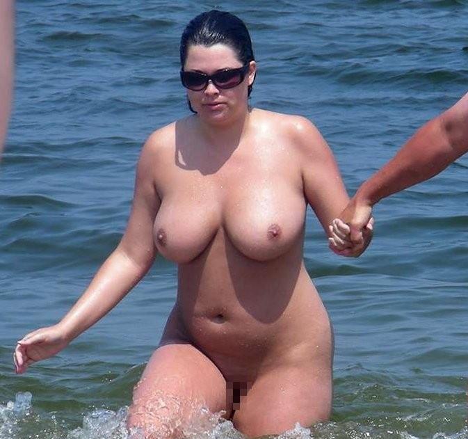 【嘲笑】暇だしヌーディストビーチにいたデブ女の画像でも貼って嘲笑おうぜwwwwwwwwwwwwwwwwww(画像あり)・5枚目