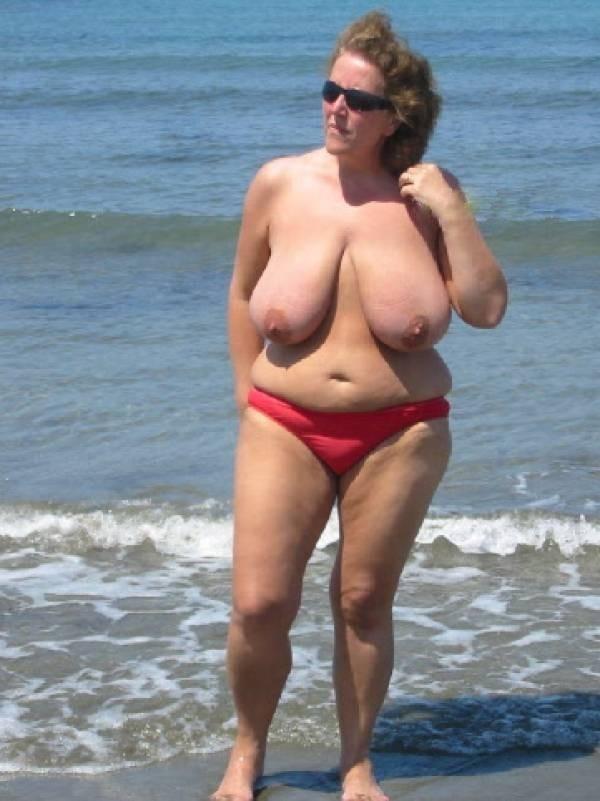 【嘲笑】暇だしヌーディストビーチにいたデブ女の画像でも貼って嘲笑おうぜwwwwwwwwwwwwwwwwww(画像あり)・8枚目
