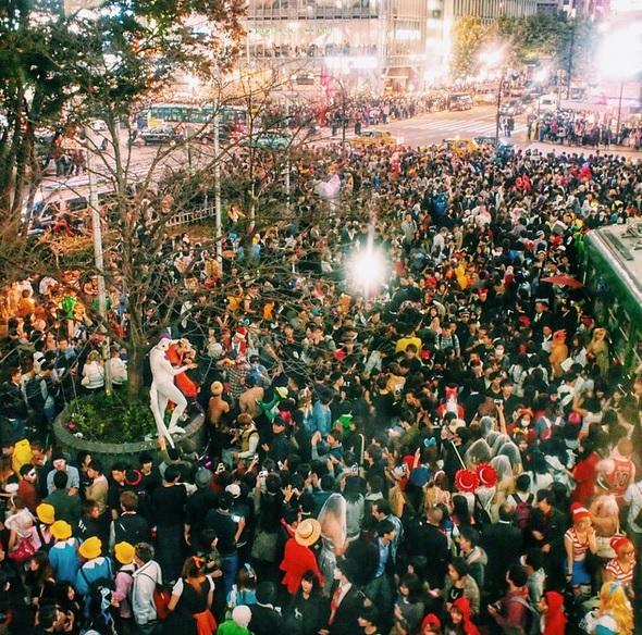 【痴漢天国】渋谷のハロウィンイベントの様子をご覧下さいwwwwwwwwwwwwwwwwwwwwwwwwww(画像あり)・1枚目