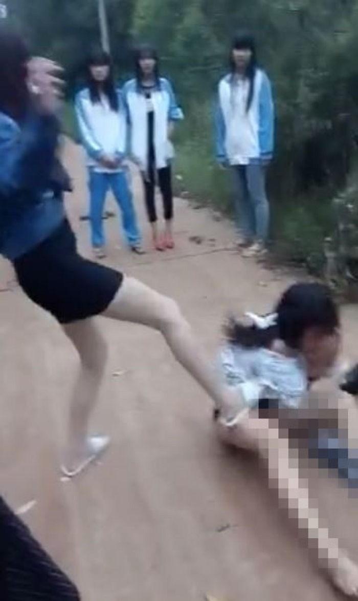 中国のリアル少女集団暴行現場画像その2