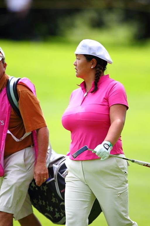おっぱいが自己主張しすぎな女子プロゴルファーの画像貼ってくwwwwwwwwwwwwwwwww(画像あり)・9枚目