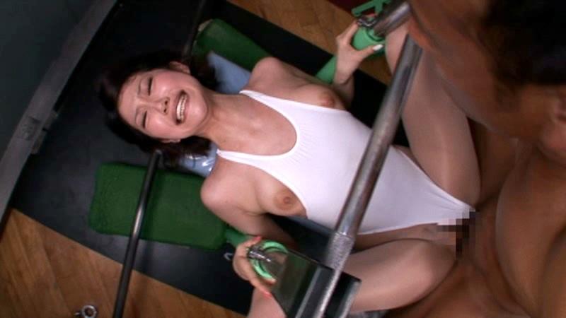 筋トレ大好きまんさん、ついにスポーツジムでセクロスをなさるwwwwwwwwwwwwwwwwwwwww(画像あり)・12枚目