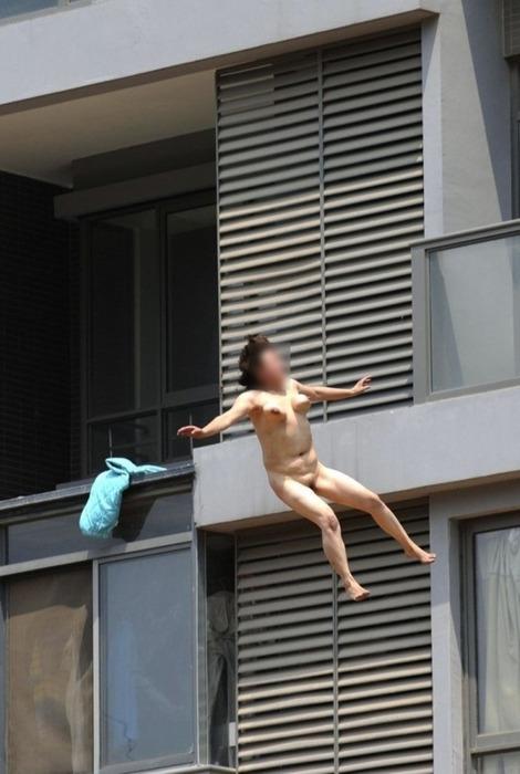【自殺注意】ま~ん(笑)、すっぽんぽんで翔ぶwwwwwwwwwwwwwwwwwwwwwww(画像あり)・1枚目