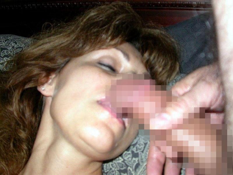 寝てる女の口元にチンコ差し出してみた結果wwwwwwww無意識にパクついててワロタwwwwww(画像あり)・13枚目