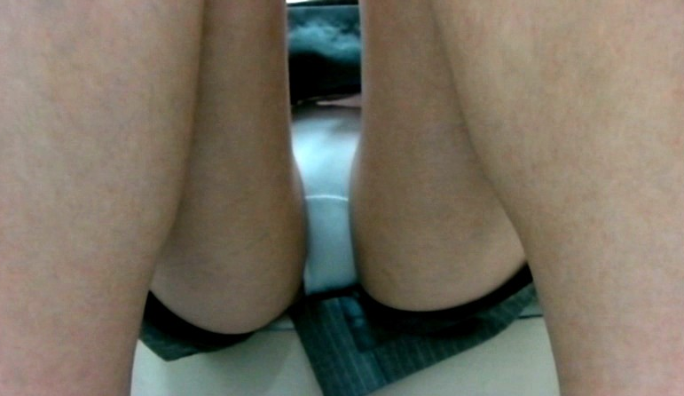 うんこ座りをするJKのパンチラ狙いまくったったったwwwwwwwwwwwwwwwwww(画像あり)・8枚目
