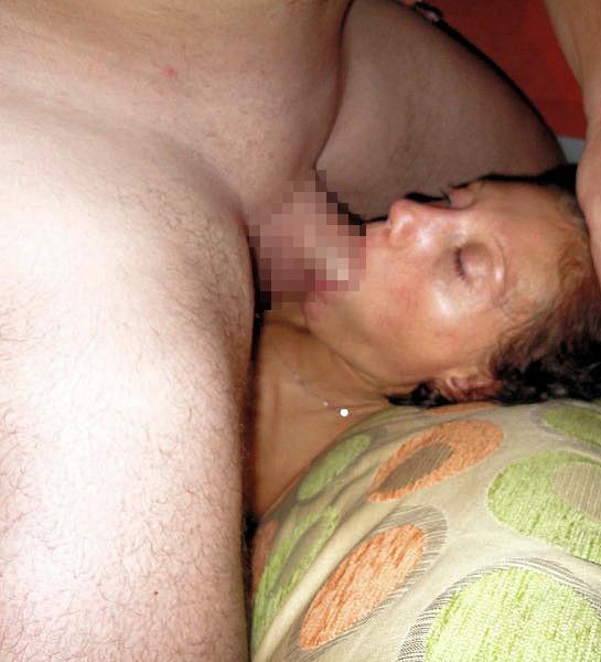 寝てる女の口元にチンコ差し出してみた結果wwwwwwww無意識にパクついててワロタwwwwww(画像あり)・21枚目