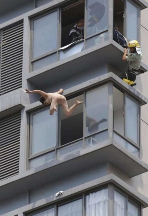 【自殺注意】ま~ん(笑)、すっぽんぽんで翔ぶwwwwwwwwwwwwwwwwwwwwwww(画像あり)・2枚目