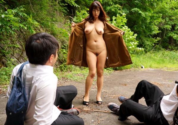 コートを着た露出狂女に遭遇☆☆ → 「バー☆☆」ってコートを開かれた時の正しい反応がコチラwwwwwwwwwwwwww(写真あり)