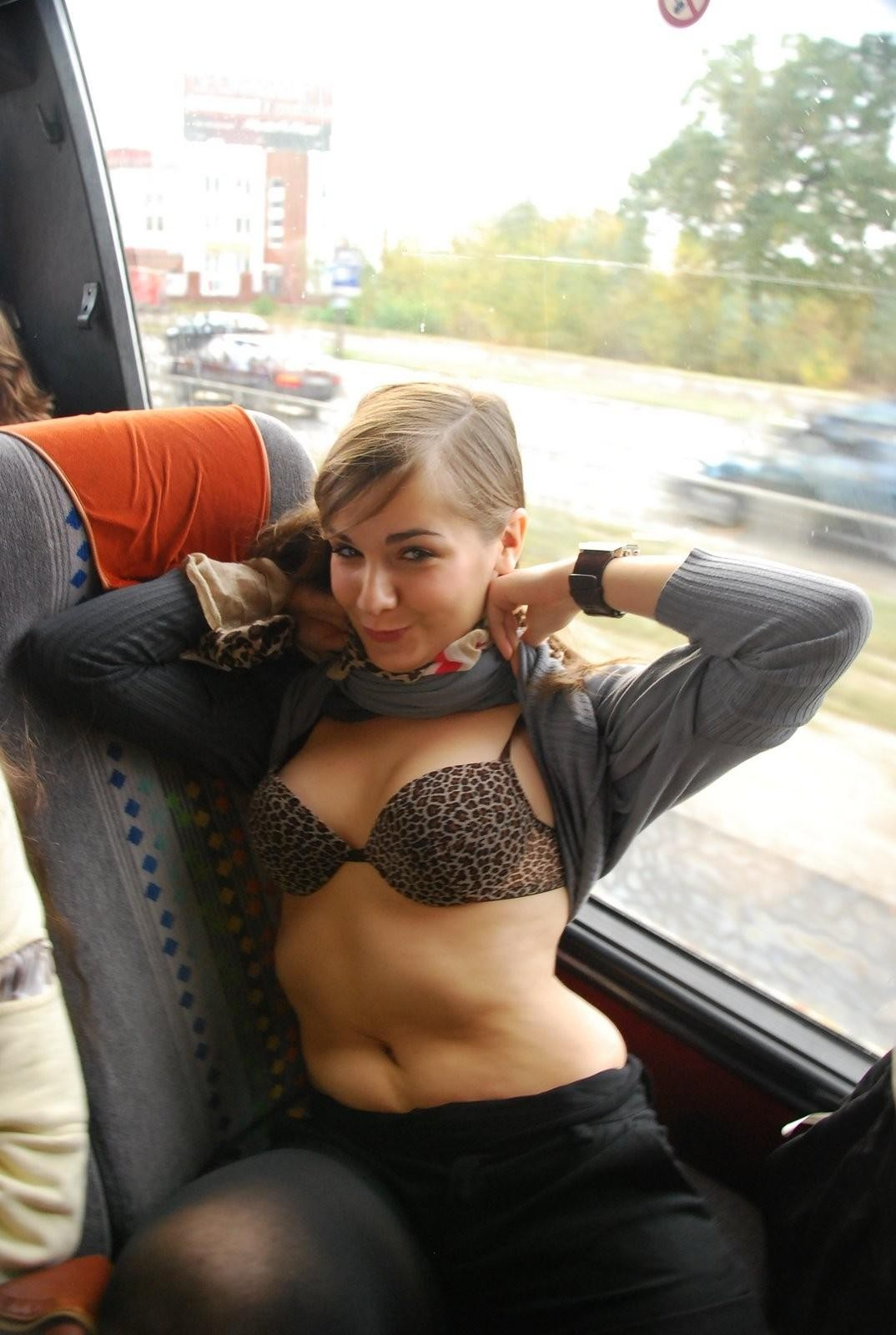 ロシアのスクールバス、ま~ん臭充満しててワロタwwwwwwwwwwwwwwwwwwwww(画像あり)・4枚目