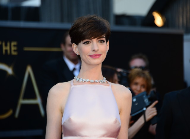 Best Supporting Actress nominee Anne Hathaway arrives on the red carpet for the 85th Annual Academy Awards on February 24, 2013 in Hollywood, California. AFP PHOTO/FREDERIC J. BROWN