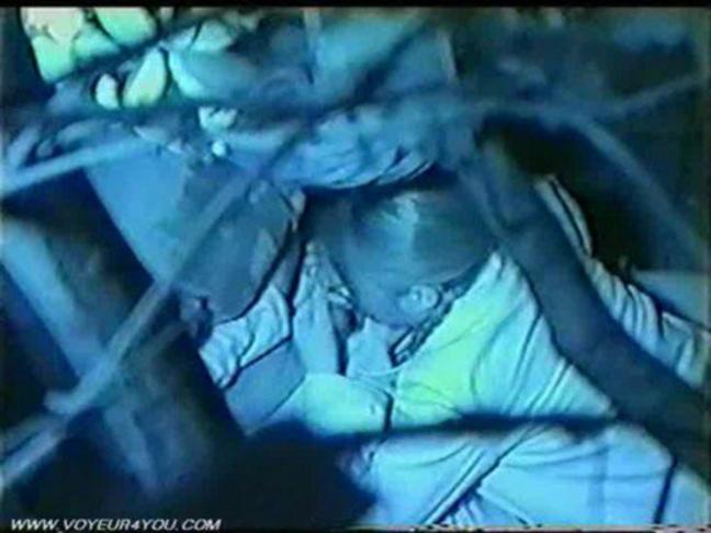 【盗撮有段者】深夜の公園に赤外線カメラをしかけてみた結果wwwwwwwwwwwwwwwwwwwwwww・1枚目