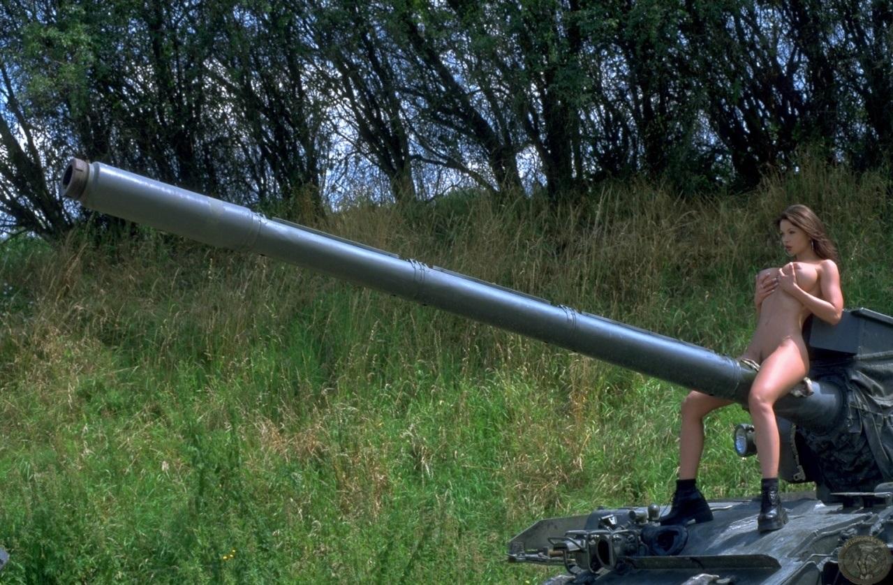 【抱腹絶倒】シュールな面白エロ画像貼ってく ←意外と勃起不可避で草wwwwwwwwwww(画像あり)・9枚目