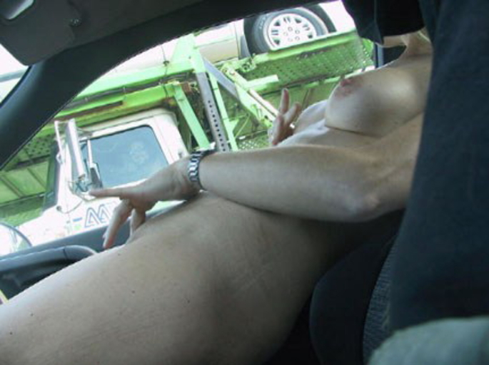 【事故多発】走行中に露出して横を走るトラックのドライバーに見せつけた結果wwwwwwwwwwww(画像あり)・12枚目