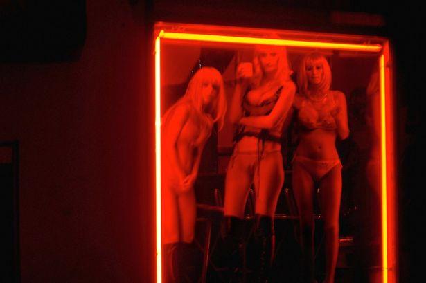 【異国性文化】オランダ「飾り窓」の売春婦が想像以上に秀逸でワロタwwwwwwwwwwwww(画像あり)・12枚目