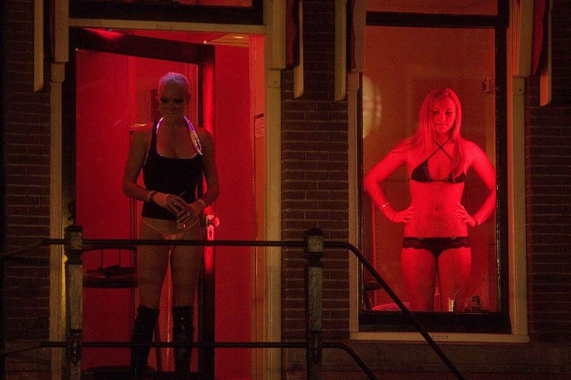 【異国性文化】オランダ「飾り窓」の売春婦が想像以上に秀逸でワロタwwwwwwwwwwwww(画像あり)・17枚目