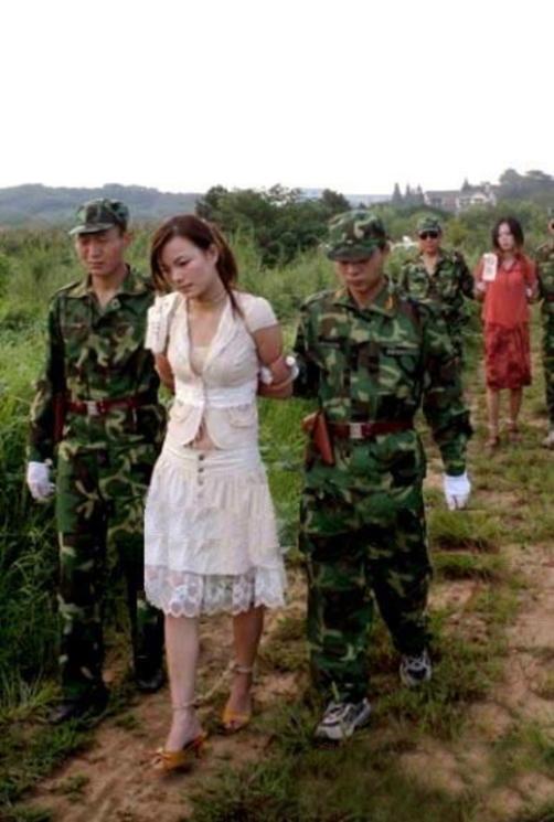 【閲覧注意】中国田舎の極刑の様子、、、余りにもひどい。 こんなに流れ作業で殺すんか。。。(画像24枚)・17枚目