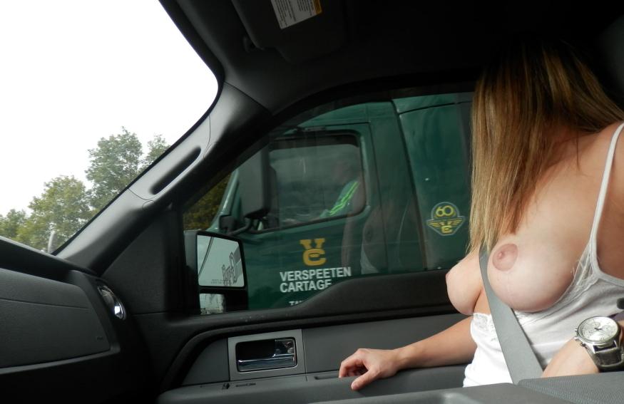 【事故多発】走行中に露出して横を走るトラックのドライバーに見せつけた結果wwwwwwwwwwww(画像あり)・22枚目