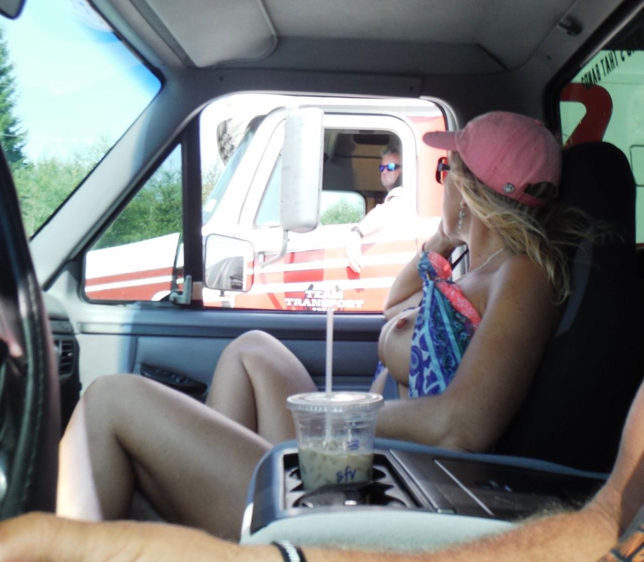 【事故多発】走行中に露出して横を走るトラックのドライバーに見せつけた結果wwwwwwwwwwww(画像あり)・27枚目