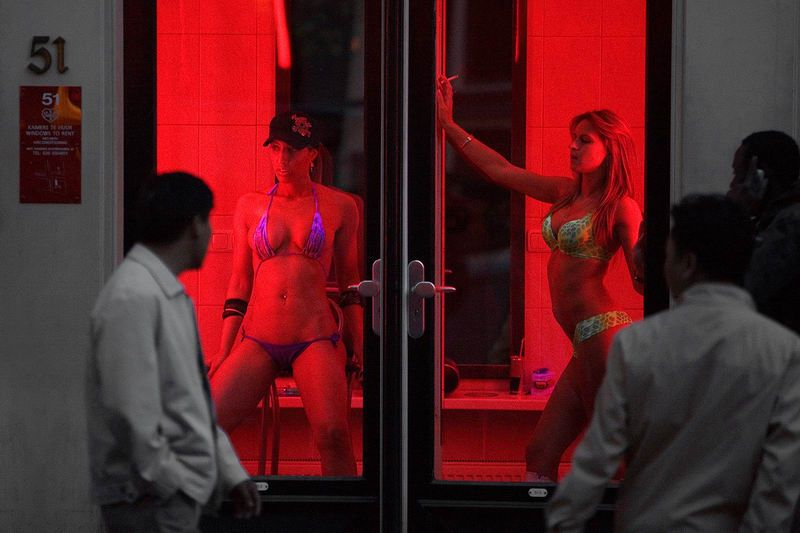 【異国性文化】オランダ「飾り窓」の売春婦が想像以上に秀逸でワロタwwwwwwwwwwwww(画像あり)・6枚目