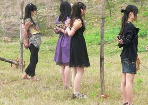 【閲覧注意】中国田舎の極刑の様子、、、余りにもひどい。 こんなに流れ作業で殺すんか。。。(画像24枚)・6枚目