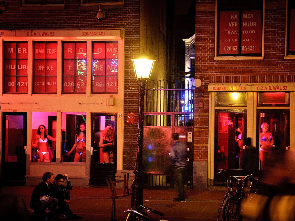 【異国性文化】オランダ「飾り窓」の売春婦が想像以上に秀逸でワロタwwwwwwwwwwwww(画像あり)・7枚目