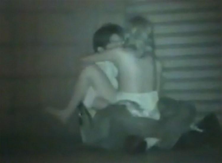 【盗撮有段者】深夜の公園に赤外線カメラをしかけてみた結果wwwwwwwwwwwwwwwwwwwwwww・8枚目