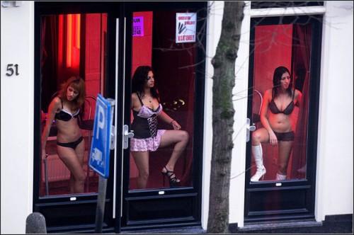 【異国性文化】オランダ「飾り窓」の売春婦が想像以上に秀逸でワロタwwwwwwwwwwwww(画像あり)・9枚目