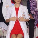 【ノーパン疑惑あり】記者会見をミニスカで登場する女優の末路wwww必死のサービスにワロタワロタwwwwwwwwwwwwwww(画像あり)