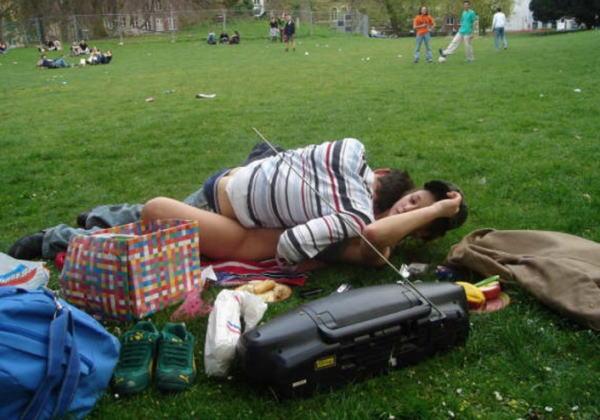 (秘密撮影)街で盛るバカップル。これができる外国人のメンタル凄すぎワロタ・・・(写真あり)