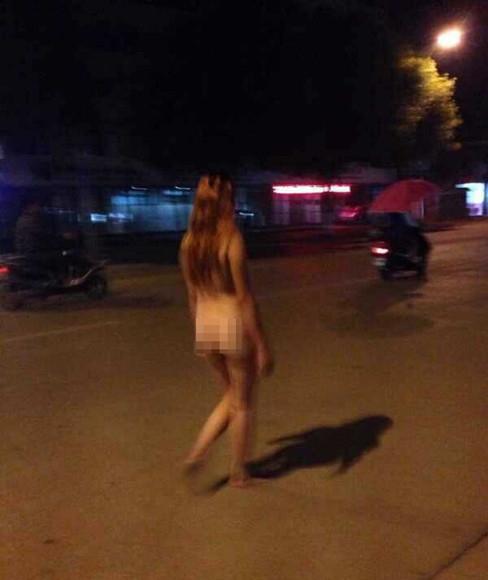 【驚愕】裸で街を徘徊する露出狂まんさん、意外なところで見つかるwwwwwwwwwwwwww(画像あり)・10枚目