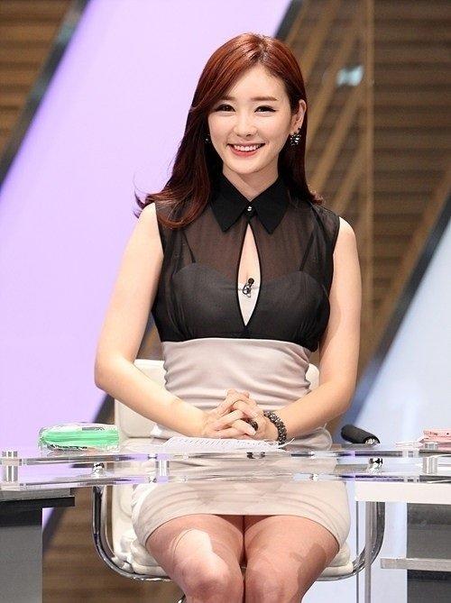 韓国の女性キャスター、ミニスカを強要されるらしい・・・・(画像あり)・10枚目