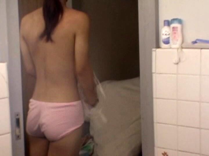 【衝撃】家の脱衣所にカメラを仕掛けた結果wwwwwwwwwwwwwwwwwwwwwwwwwwww(画像あり)・10枚目