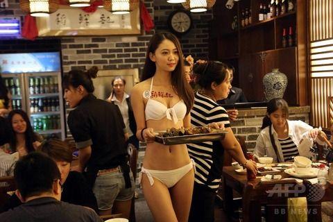 【マジキチ】ビール片手にシコシコwww 中国のセクシー居酒屋が有能すぎワロタwwwwwwwwwwwwwwwwwwwwww(画像あり)・12枚目