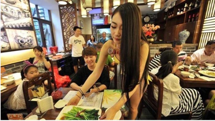 【マジキチ】ビール片手にシコシコwww 中国のセクシー居酒屋が有能すぎワロタwwwwwwwwwwwwwwwwwwwwww(画像あり)・15枚目