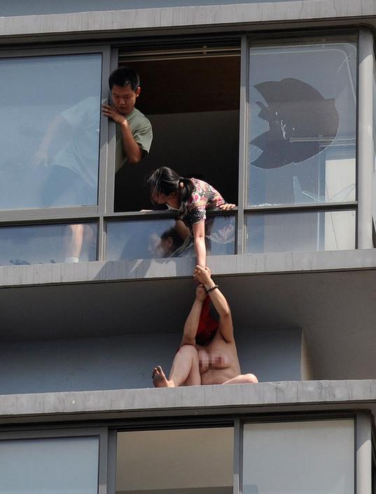 【驚愕】裸で街を徘徊する露出狂まんさん、意外なところで見つかるwwwwwwwwwwwwww(画像あり)・16枚目