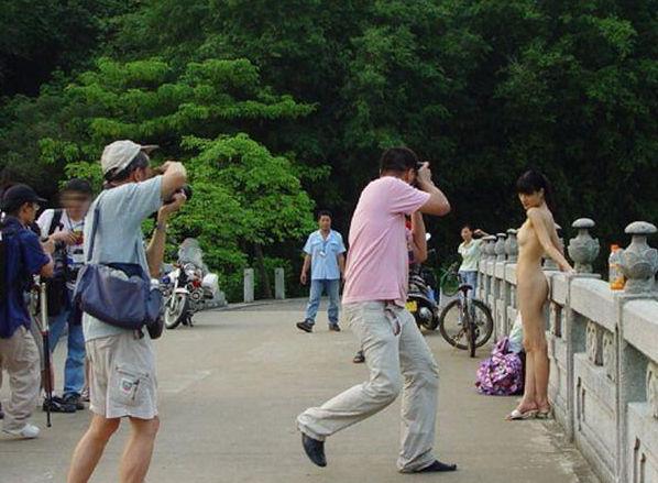 【驚愕】裸で街を徘徊する露出狂まんさん、意外なところで見つかるwwwwwwwwwwwwww(画像あり)・17枚目