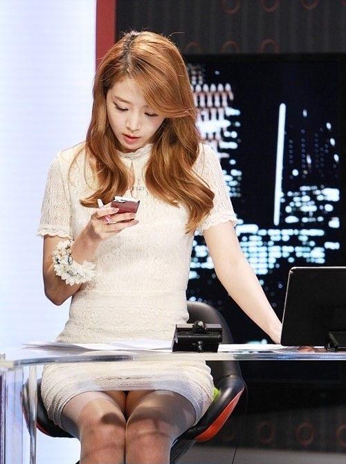 韓国の女性キャスター、ミニスカを強要されるらしい・・・・(画像あり)・16枚目