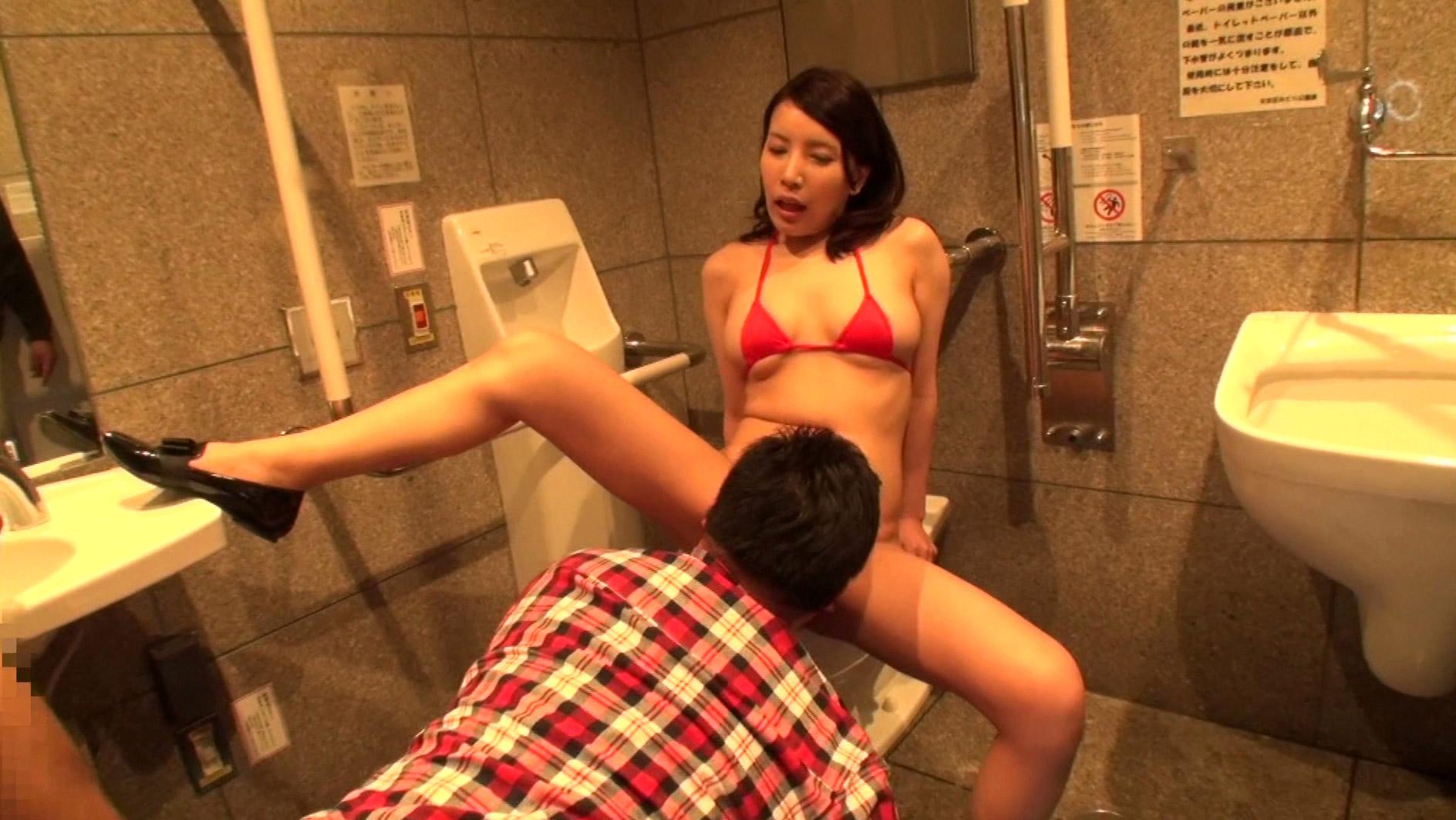 【ワッショーイ!】 身障者用トイレでハメる興奮度は異常wwwwwwwwwwwwwwwwwwwwwwwwwww・2枚目