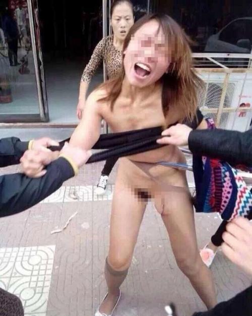 【驚愕】裸で街を徘徊する露出狂まんさん、意外なところで見つかるwwwwwwwwwwwwww(画像あり)・20枚目